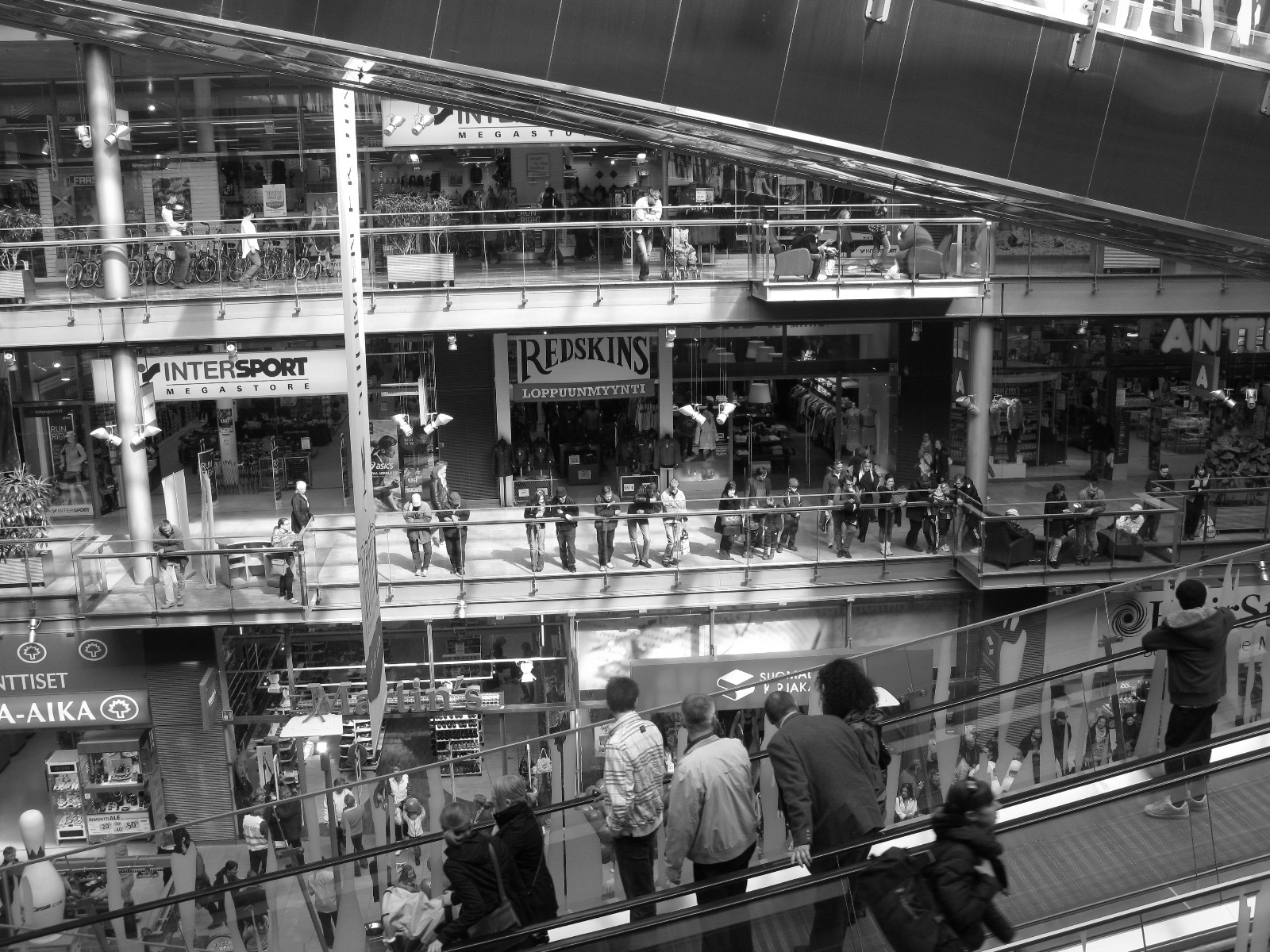 De Camino al Ikea en Esbovägen | Looking for a place in the world...